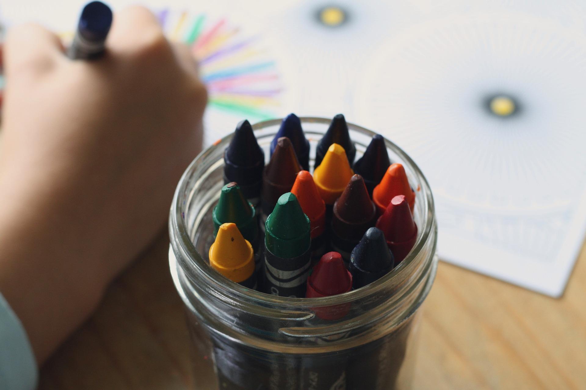 crayons-1445054_1920