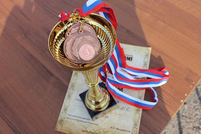 medaile v poháru