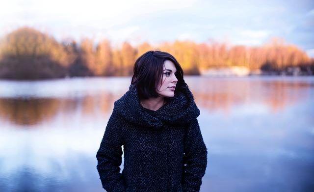 žena v kabátu