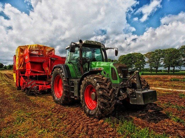 zastavený traktor